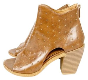 Celebrity Pink Brite Leather Studs Beads Tan Silver Athletic