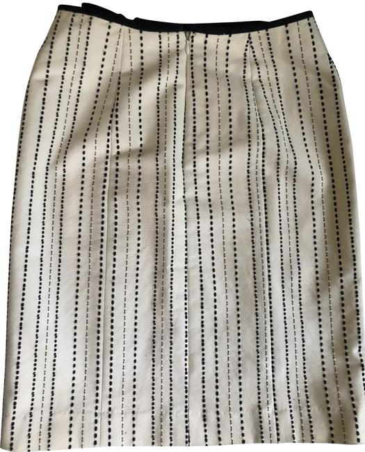 Item - Ivory and Black Cream Striped Lined Sz: Skirt Size 2 (XS, 26)