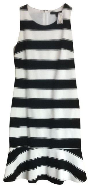 Item - White and Black Sleeves Fit Mid-length Short Casual Dress Size 4 (S)