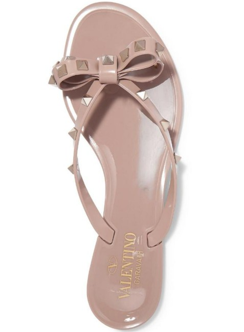 Item - Nude Poudre Jelly New Bow Rubber Flats Flip Flops Rockstud Sandals Size EU 36 (Approx. US 6) Regular (M, B)