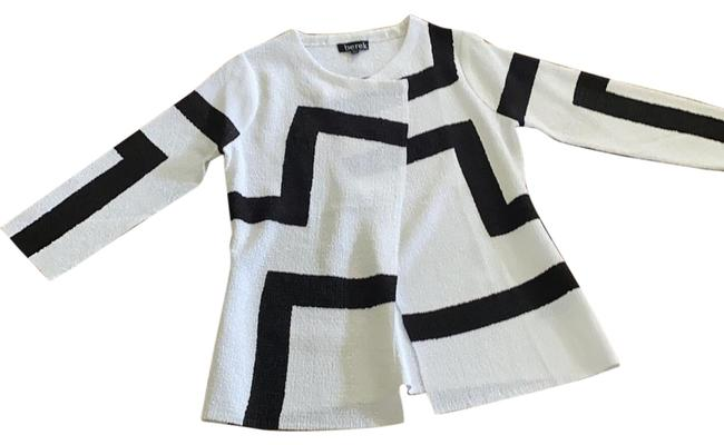 Item - Black and White With One Snap Jacket Size 12 (L)