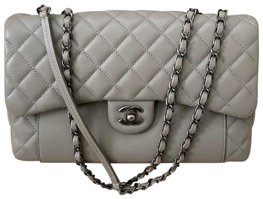 Preload https://img-static.tradesy.com/item/27164992/chanel-classic-flap-grey-lambskin-leather-cross-body-bag-0-1-540-540.jpg
