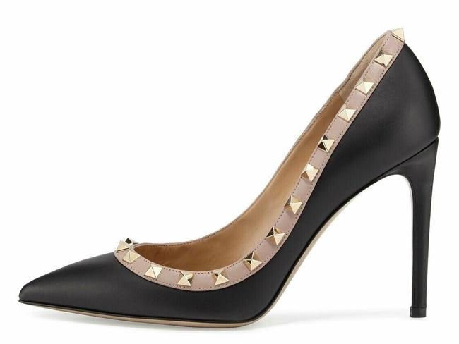 Valentino Black Rockstud Court 100 Nude Poudre Stud Classic Pointed Toe Heel Pumps Size EU 36 (Approx. US 6) Regular (M, B) Valentino Black Rockstud Court 100 Nude Poudre Stud Classic Pointed Toe Heel Pumps Size EU 36 (Approx. US 6) Regular (M, B) Image 1