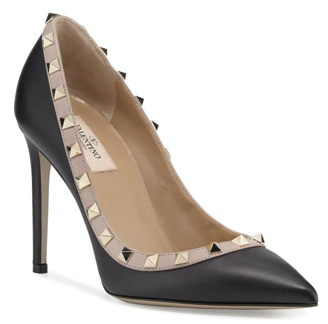 Valentino Black Rockstud Court 100 Nude Poudre Stud Classic Pointed Toe Heel Pumps Size EU 37.5 (Approx. US 7.5) Regular (M, B) Valentino Black Rockstud Court 100 Nude Poudre Stud Classic Pointed Toe Heel Pumps Size EU 37.5 (Approx. US 7.5) Regular (M, B) Image 1