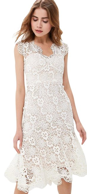 Item - Cream Lux Lace Mid-length Formal Dress Size 6 (S)