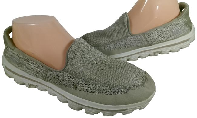 Item - Grey W/White Accents Woman's Go Walk 2 Casual Walking 8m Sneakers Size US 8 Regular (M, B)