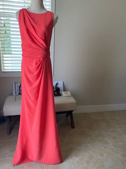 Item - Coral Polyester Twist Sleeveless Gown Formal Bridesmaid/Mob Dress Size 14 (L)