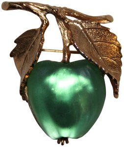 Napier VINTAGE SIGNED NAPIER FROSTED MOLDED GLASS GREEN APPLE BROOCH PIN