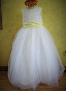 Jordan Fashions White / Butter 780 Flower Girl Communion White/Butter (A15-3) Formal Bridesmaid/Mob Dress Size 10 (M)