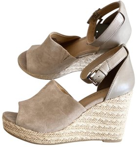 Big Buddha tan Wedges