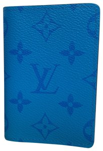 Louis Vuitton BLEU TAIGARAMA PASSPORT COVER