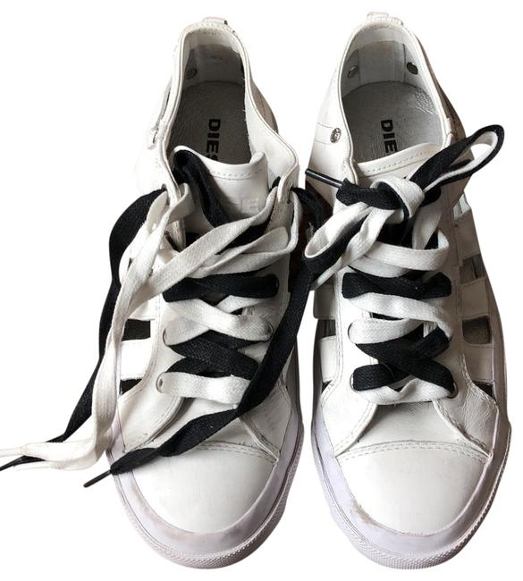 Item - White S-exposure Low Cut Out Sneakers Size US 8.5 Regular (M, B)