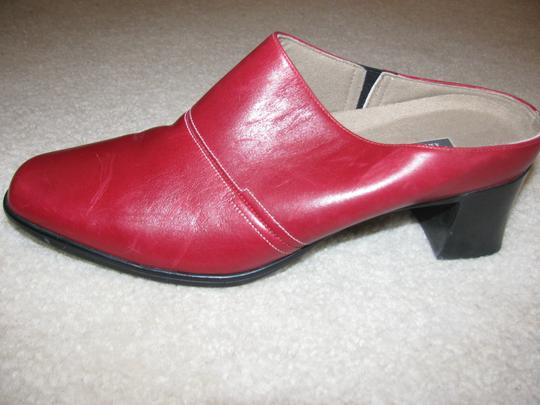 Munro American Red Mules