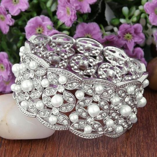 Clear Silver-tone Austrian Crystal White Simulated Pearl Leaf Stretch Bracelet