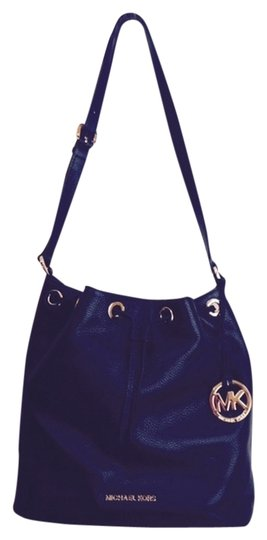 88cc8c482a48 Michael Kors New Large Jules Drawstring Black with Gold Hardware Leather  Shoulder Bag 54% off retail