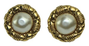 Chanel [ENTERPRISE] Chanel Matelasse Trim Faux Pearl Clip On Earrings CCJY38
