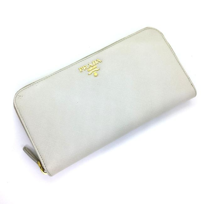 Item - Talco / White Long Round Zip 1ml506 Saffiano Leather Ladies Wallet