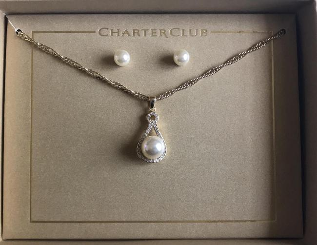 Item - Gold White Pearl Necklace