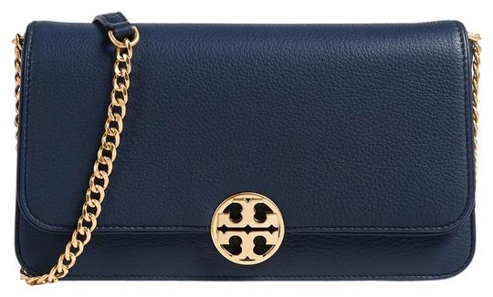 Preload https://img-static.tradesy.com/item/27216160/tory-burch-clutch-chelsea-convertible-navy-leather-cross-body-bag-0-1-540-540.jpg