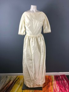 Ivory Silk Late 50s/Early 60s Bridal Gown Vintage Wedding Dress Size 6 (S)