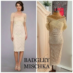 Badgley Mischka Gold Stretch Lace Cocktail Party Evening Feminine Bridesmaid/Mob Dress Size 0 (XS)