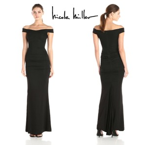 Nicole Miller Black Mermaid Stretch Twill Crepe Off The Shoulder Gown Modern Bridesmaid/Mob Dress Size 2 (XS)
