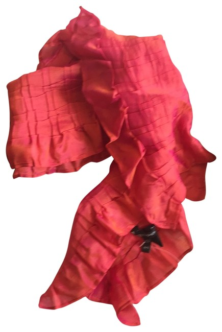 Item - Pink Crimpled Scarf/Wrap