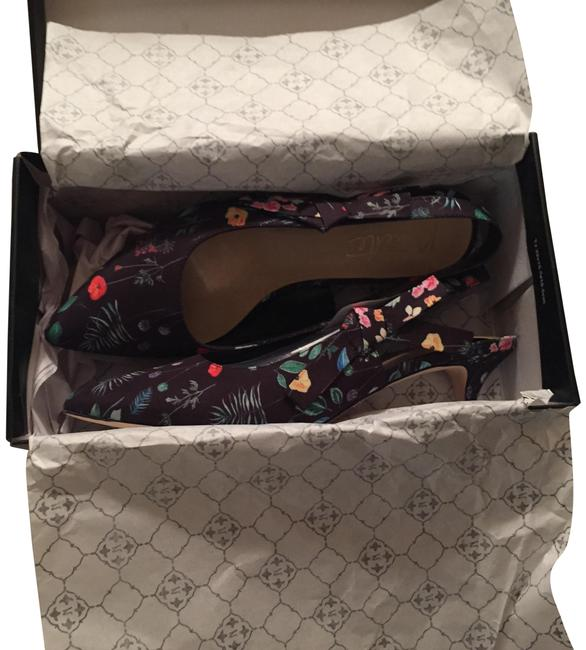 Item - Dark Floral Rhonda Pumps Size US 9.5 Regular (M, B)