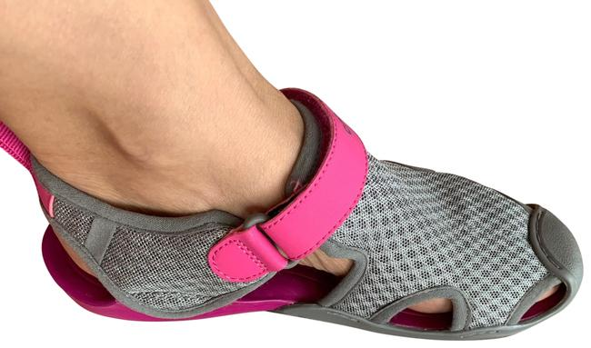 Item - Gray and Pink Crocs Sneakers Size US 6 Narrow (Aa, N)