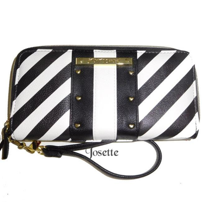 Item - Back White Zip Around Wallet/ Wristlet Wallet