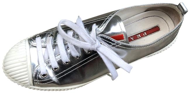 Item - Silver Metallic Sneakers Size US 9 Regular (M, B)
