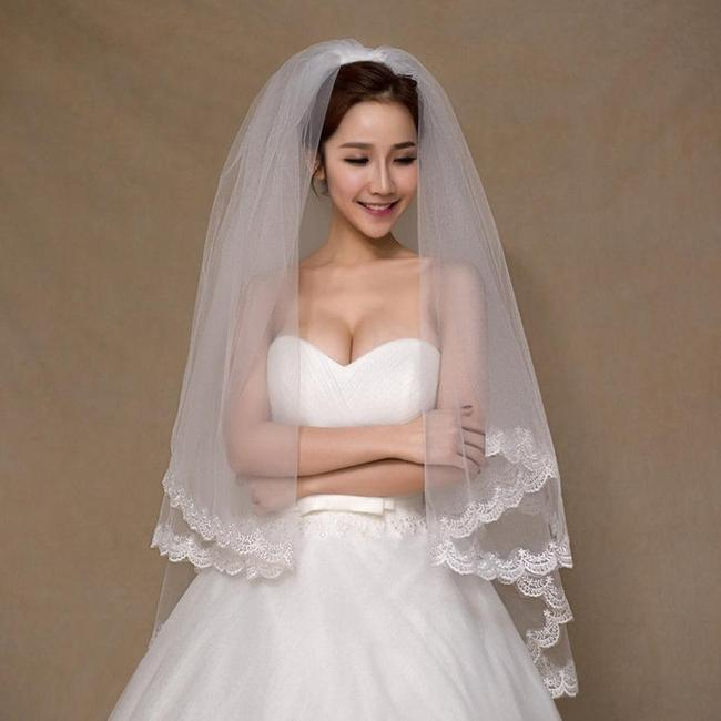 Item - White Medium Two Layer with Lace Ends Bridal Veil