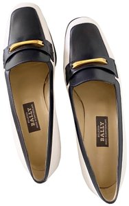 Bally navy Pumps