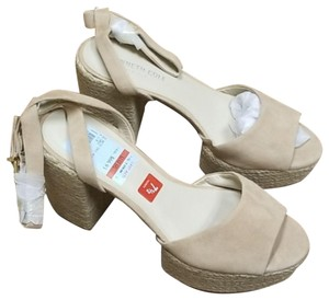 Kenneth Cole Reaction Cream Wedges