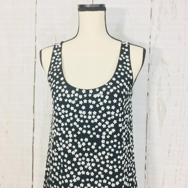 French Connection Black White Drape Sleeveless Floral Short Cocktail Dress Size 6 (S) French Connection Black White Drape Sleeveless Floral Short Cocktail Dress Size 6 (S) Image 2
