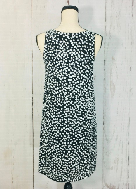French Connection Black White Drape Sleeveless Floral Short Cocktail Dress Size 6 (S) French Connection Black White Drape Sleeveless Floral Short Cocktail Dress Size 6 (S) Image 5