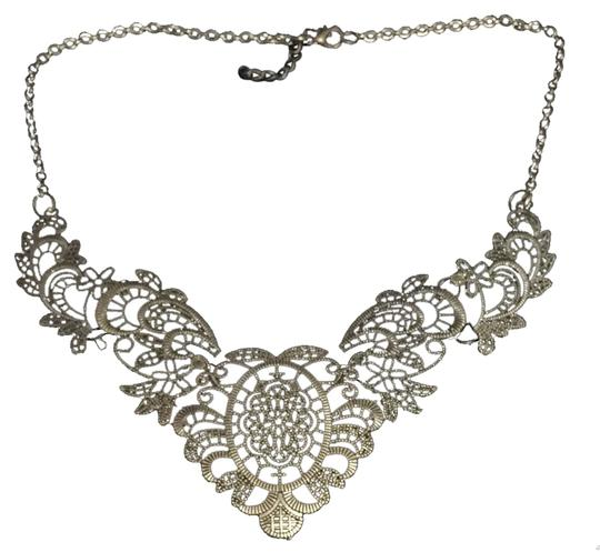 Preload https://item5.tradesy.com/images/necklace-2727379-0-0.jpg?width=440&height=440