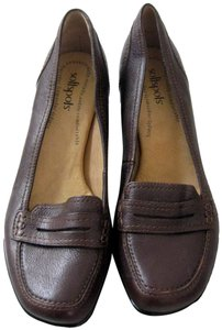 Softspots Loafer Stacked Heel Cushioned Closed Toe Leather Dark Brown Pumps
