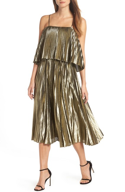 Item - Gold New with Tag Collection Lamé Pleated Midi Mid-length Cocktail Dress Size 6 (S)