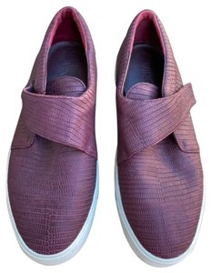 Vince #vinceslipon #sliponshoes #vinceshoes #womensshoe Burgundy Athletic