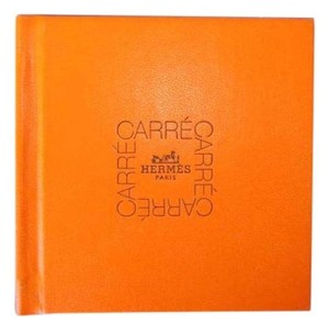 Hermès Limited Ed HOW 2 TIE SCARF ORANGE HARD COVER CARRE BOOK BOOKLET 1998