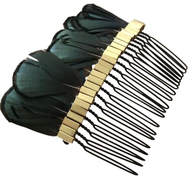Item - Gold/Green Fathered Comb Hair Accessory