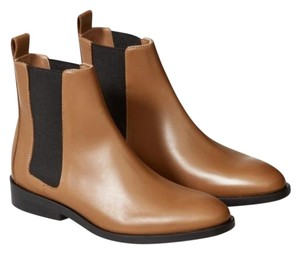Everlane Chelsea Leather Capsule Wardrobe Sustainable Fashion Brown Boots