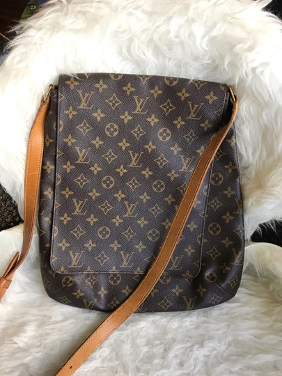 Preload https://img-static.tradesy.com/item/27303335/louis-vuitton-musette-salsa-excellent-condition-discontinued-gm-brown-monogram-canvas-cross-body-bag-0-1-540-540.jpg