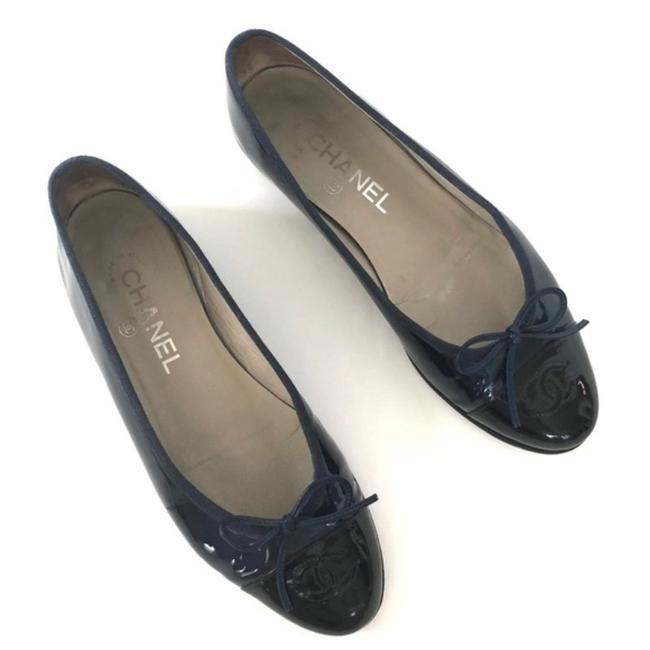 Chanel Navy Blue/Black Patent Leather Ballet Navy/Black Flats Size EU 37.5 (Approx. US 7.5) Regular (M, B) Chanel Navy Blue/Black Patent Leather Ballet Navy/Black Flats Size EU 37.5 (Approx. US 7.5) Regular (M, B) Image 1
