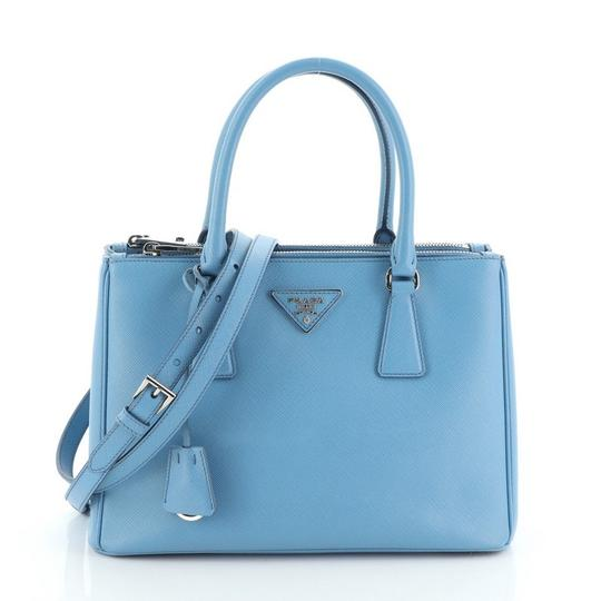 Preload https://img-static.tradesy.com/item/27304118/prada-galleria-double-zip-saffiano-small-blue-leather-tote-0-0-540-540.jpg