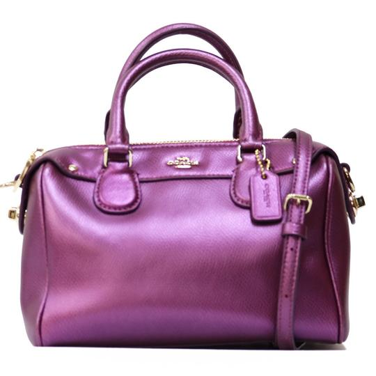 Preload https://img-static.tradesy.com/item/27304777/coach-2way-ladies-men-purple-white-leather-shoulder-bag-0-0-540-540.jpg