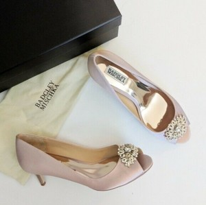 Badgley Mischka Pink Layla Embellished Peep Toe Heel Blush Satin Pumps Size US 6 Regular (M, B)