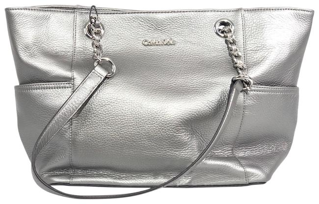 Item - Chain Silver Pebbled Leather Tote