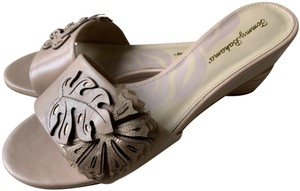 Tommy Bahama Nude Sandals